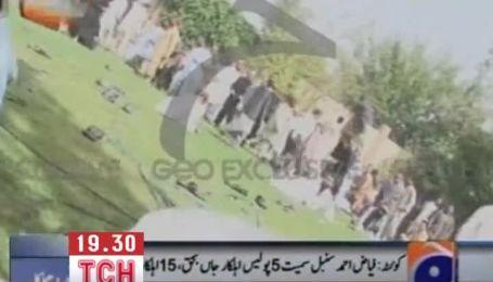 Вибух вбив десятки людей на похороні поліцейського в Пакистані