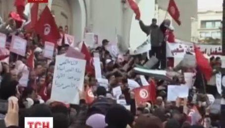 В Тунисе начались массовые протесты