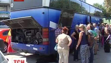 Во Львове люди стали заложниками недобросовестного перевозчика
