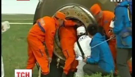 Китайські тайконавти успішно повернулися на Землю