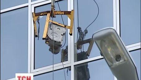 В Киеве строители упали с 10 этажа, один погиб