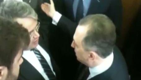 Колесніков влаштував штовханину на балконі Верховної Ради