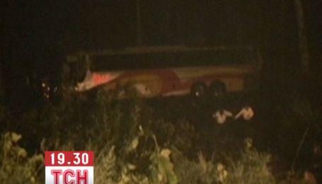 В Мексике автобус с паломниками упал в 30-метровую пропасть