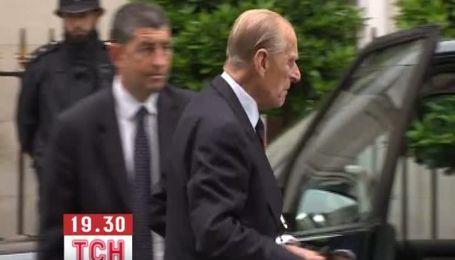 Принц Филипп покинул больницу после операции
