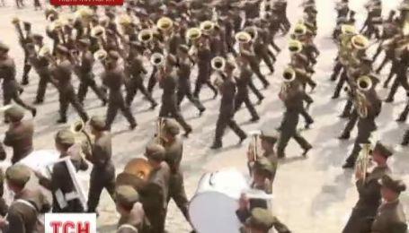 В Северной Корее парадом отметили 65 годовщину со дня основания республики