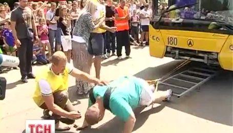 На Прикарпатті 28-річний силач встановив світовий рекорд