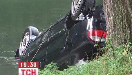 В Харькове в авто, которое слетело с моста в реку, утонули три человека