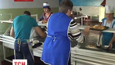 На Чернігівщині кухарі годують школярів за власний кошт