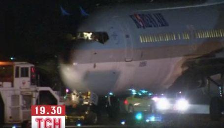 В Японии Boeing с сотней пассажиров выехал за взлетную полосу при посадке
