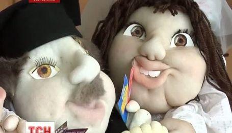 Жительница Тернополя создала куклу, которая передает настроение