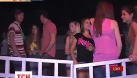 В Одессе начали ночные рейды по клубам в поисках несовершеннолетних