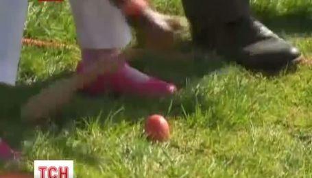 Обама довел до слез 5-летнего мальчика, которого победил в состязании по перекатывания яиц