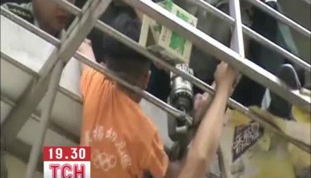 В Китае 6-летний мальчик застрял в балконной решетке на высоте шестого этажа