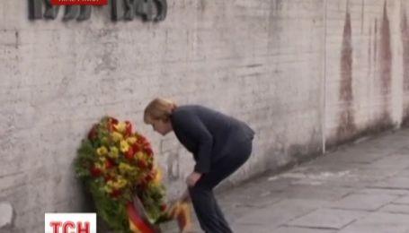 Меркель посетила концентрационный лагерь Дахау