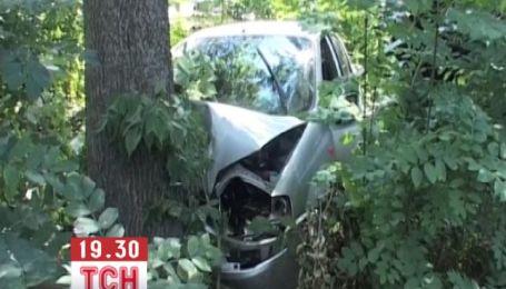 Водитель убегая с места ДТП, где насмерть сбил человека, врезался в дерево