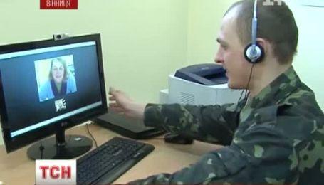 Через Skype поздравляют своих мам солдаты двух винницких воинских частей