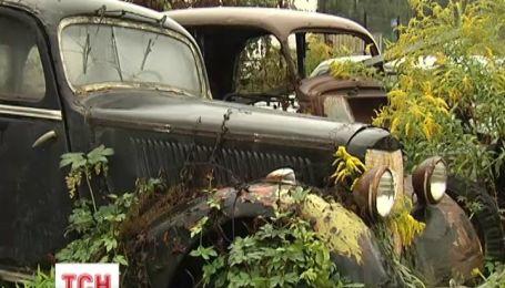 В Украине раритетные авто гниют под открытым небом