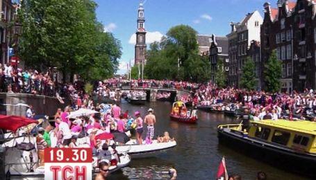 Гей-парад в Амстердаме собрал десятки тысяч человек
