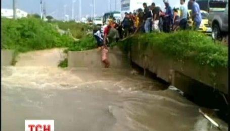 В Колумбии чудом спасли 92-летнего мужчины из бурной реки