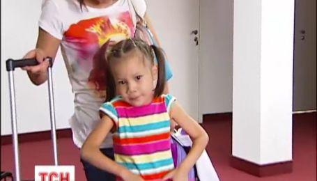 Украинские кардиологи спасли жизнь маленькой девочке из Казахстана