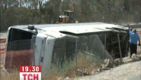 50 человек пострадали во время аварии туристического автобуса в США