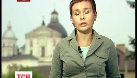 В Луцке верующий раздавил яйцо на плече польского президента