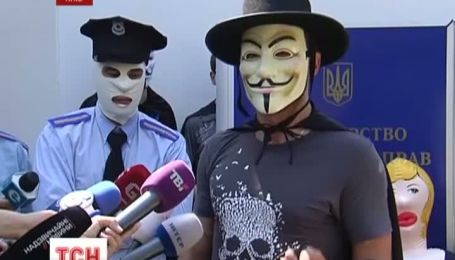 """Міністра внутрішніх справ України попросили піти """"по хорошому"""""""