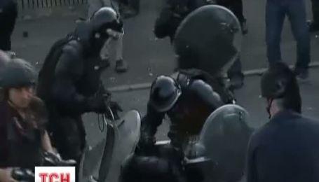 В Белфасте во время потасовки пострадал депутат и 3 полицейских