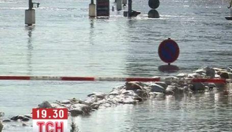 Німеччина готується до нового напливу води і укріплює дамби вниз за руслом річки
