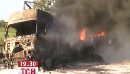 На трасі Київ-Чоп згоріла вантажівка з хімікатами