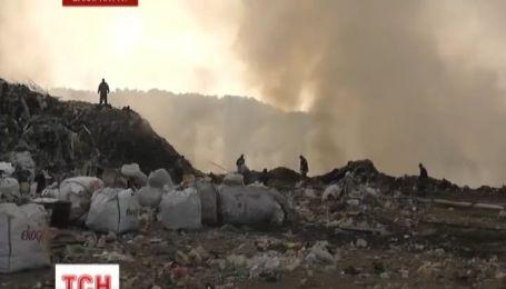 Ужгородцы вторые сутки задыхаются от вони и дыма