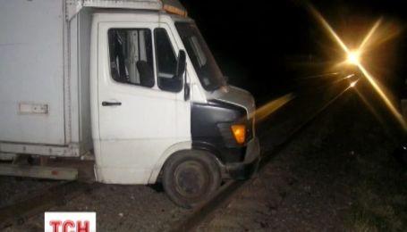 """На Полтавщине водитель грузовика """"упал"""" на железнодорожный путь"""