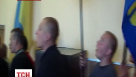 На Хмельниччині селяни у відчаї захопили в заручники депутатів райради