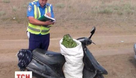 В Крыму гаишники задержали мопедиста с набитым мешком марихуаны