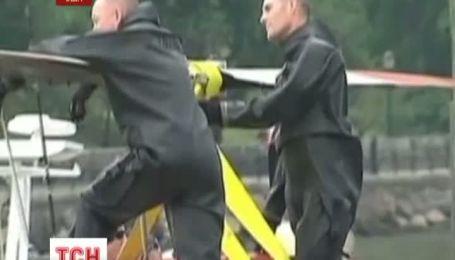 В Нью-Йорке аварийно сел на воду вертолет