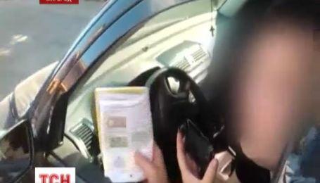 В Ужгороді водій-порушник переїхав ногу даїшнику