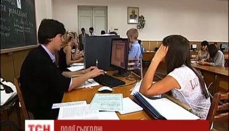 До конца месяца абитуриенты могут подавать документы в вузы