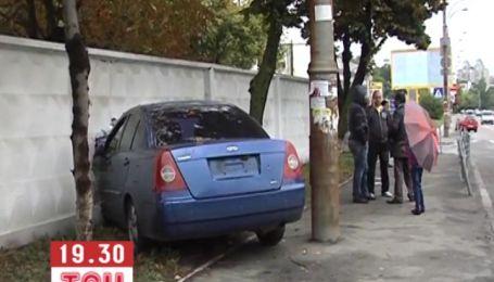 Дві дівчини на іномарках не розминулися на київській дорозі