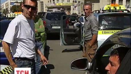 Таксистов в который раз пытаются легализовать