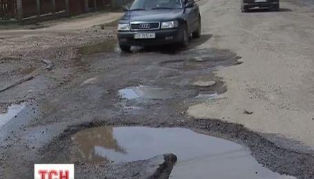 """На ремонт автошляхів влада гарантує """"Укравтодору"""" 5 мільярдів гривень"""