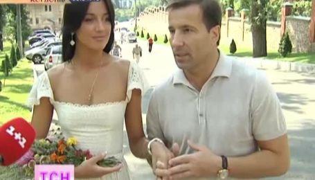 Экс-депутат Коновалюк обвенчался со своей молодой женой