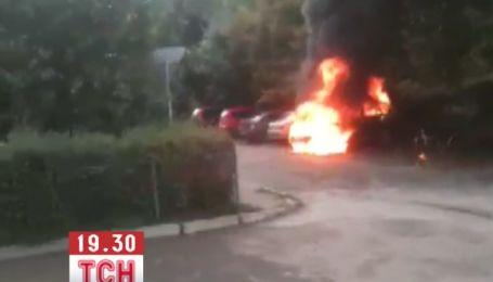 В столице средь бела дня загорелся внедорожник BMW
