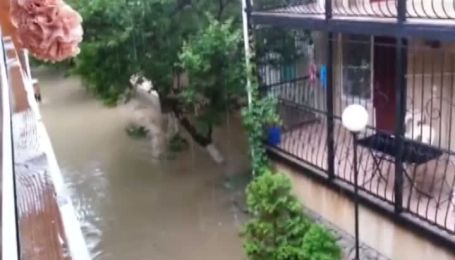 Санаторий в Бердянске залило дождем