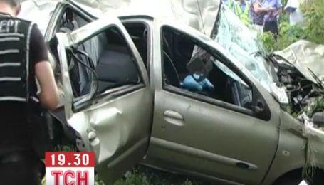 Машина киевского священника во время аварии превратилась в металлолом
