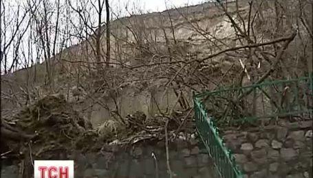 В Киеве съезжает Замковая гора
