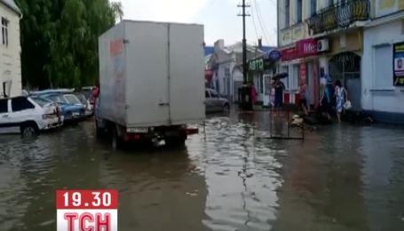 У Керчі дощ затопив вулиці