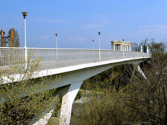 В Одессе 16-летняя девушка прыгнула с моста
