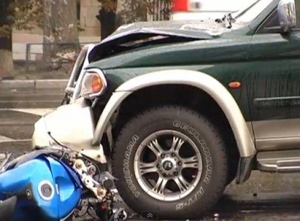 Аварія в Києві: позашляховик збив мотоцикліст_4