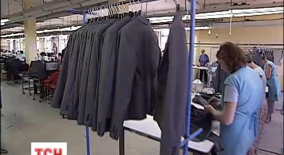 Українські фабрики за безцінь шиють одяг для елітних брендів за ... 66cbf335bbcae