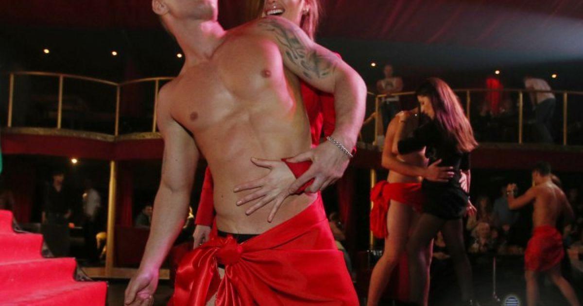 звуковое сопровождение стриптизер в клубе чудная долина снял трусы с девушки видео сразу